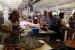 L'Associació de Paradistes del Mercat Municipal i la Regidoria de Comerç sorprenen la clientela amb el vermut musical