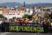 La 'Marxa per la Llibertat' travessa la carretera de Sabadell