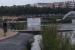 L'Ajuntament estudia sancionar els autors de la instal·lació d'una pancarta flotant a la bassa del parc Central