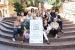 Una quinzena de comerços endeguen la campanya 'Ens volem casar amb tu'