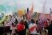 Explosió de colors a la cinquena Festa Holi d'Arts Humanes