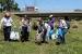 El voluntariat de 'Let's clean up!' recull 379 quilos de brossa de la riera de Caldes