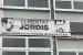 L'Ajuntament exhibeix una pancarta que reclama la llibertat de Jordi Cuixart i Jordi Sánchez