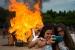 Centenars de persones reben la flama del Canigó i presencien la crema de la foguera