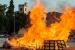 La Flama del Canigó fa cremar la foguera durant la nit més curta de l'any