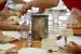 L'Ajuntament distribuirà entre demà i divendres les targetes moneder de menjador escolar